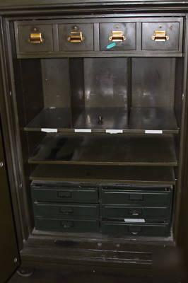 Yawman & erbe mfg. antique double door safe class a T20
